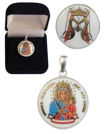 Medalion Matki Bożej Królowej Polski ze srebra i porcelany angielskiej na srebrnym łańcuszku